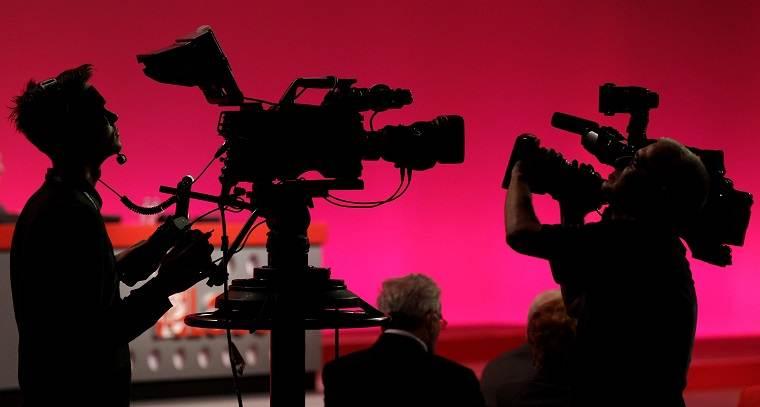 Como Gravar Vídeos: Câmera, Celular ou Webcam? Saiba Qual É O Ideal Para Você